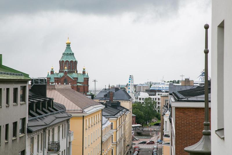 Westpro Altus, Kruununhaka Helsinki. Saneeratut arvoasunnot Vironkadun ja Meritullinkadun kulmassa.